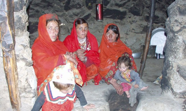 Woman and Children Stone House (c) Sirajuddin dawn com